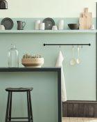 Little Greene Wandfarbe Aquamarine 138 Küche Hellblau Blau Waschbecken Stühle