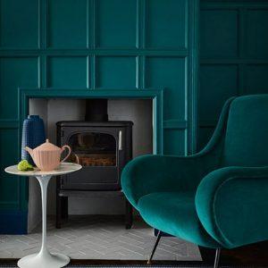 Little Greene Wandfarbe Mid Azure Green 96 Smaragdgrün Kamin Wand Farbe Sessel Samt