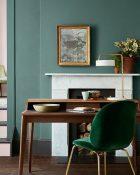 Little Greene Wandfarbe Pleat 82 Büro Kamin Tisch Rosa