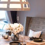 Lampe Tisch Esszimmer Blumen Gedeckt