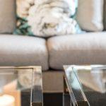 offener wohn und essbereich Wohnzimmer Tische Messing Glas Kissen Couch