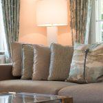 offener wohn und essbereich Wohnzimmer Couch Sofa Kissen Lampe