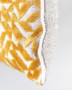 Designers Guild Kissen Dufrene Saffron Kissen Gelb Samt Cushion Rechteck Muster