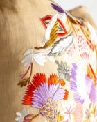 Designers Guild Kissen Giradon Coral Lila-Korall Stickerei Vögel