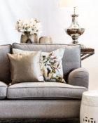 Kissen Sofa Lampe Blumen Wohnung