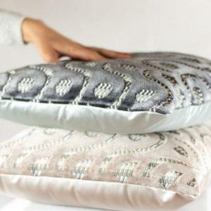 Designers Guild Kissen Latticino Natur Grau Muster Samt Glanz Kissen