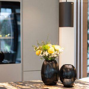 Deko Dekoration Blumen Grau Schwarz