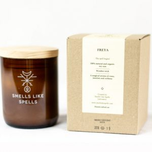 Smells Like Spells Duftkerze Freya Rosen & Jasmin Kerze Duft Candle Holz