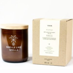Smells Like Spells Duftkerze Thor Patchouli & Orient-Gewürze Kerze Duft Candle Holz