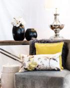 Kissen Sessel Gelb Vasen Blumen