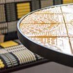 Esszimmer Einrichtungskonzept Fliesentisch gelbe Fliesen Musterstoff