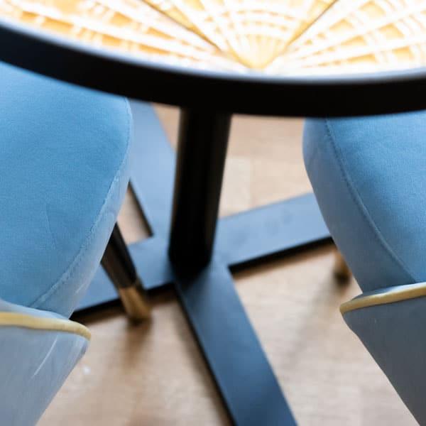 Esszimmer Einrichtungskonzept Detail Essstühle blaue Stühle