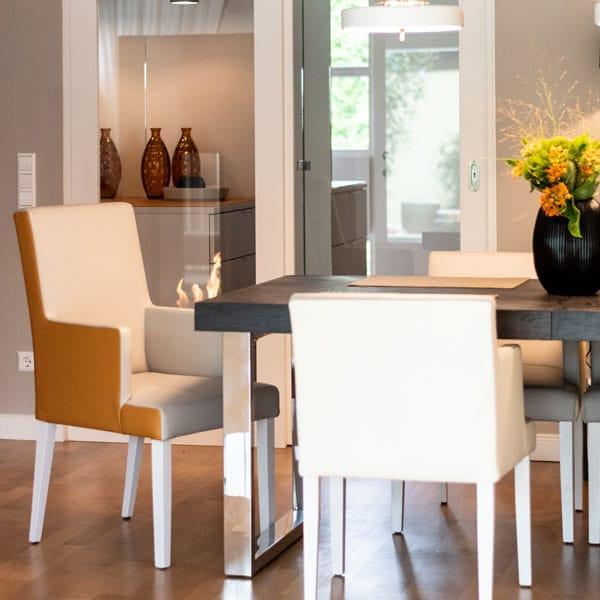 Stilvoller Essbereich Essstühle mit Armlehne Essbereich einrichten Esszimmer Ideen Einrichtungsideen Essen
