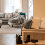 Interior Design Flur Inspiration Kissen in kalten Farben Flur einrichten Idee Streifenkissen Raumkonzept Einrichtung