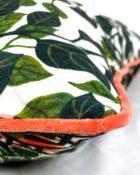 Designers Guild Kissen Bayou Fantasy Prisme Blätter Couchdeko Kissenguide mit Kissen dekorieren Kissen richtig arrangieren Dekokissen für Couch und Bett Sofa mit Kissen dekorieren