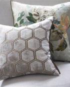 Designers Guild Deko Kissen Manipur Oyster Couchdeko Kissenguide mit Kissen dekorieren Kissen richtig arrangieren Dekokissen für Couch und Bett Sofa mit Kissen dekorieren