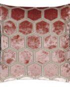 Designers Guild Deko Kissen Manipur Coral Couchdeko Kissenguide mit Kissen dekorieren Kissen richtig arrangieren Dekokissen für Couch und Bett Sofa mit Kissen dekorieren