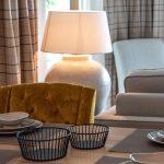 Esszimmer Tischgedeck Tisch dekorieren Tischleuchte Inneneinrichtung Ideen Einrichtungsideen Kundenprojekt Einrichtungskonzept Interior Design Räume planen