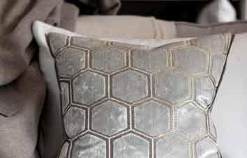 Designers Guild Kissen Manipur Oyster Dekokissen Muster Samt